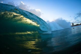 Green wave crashing_right